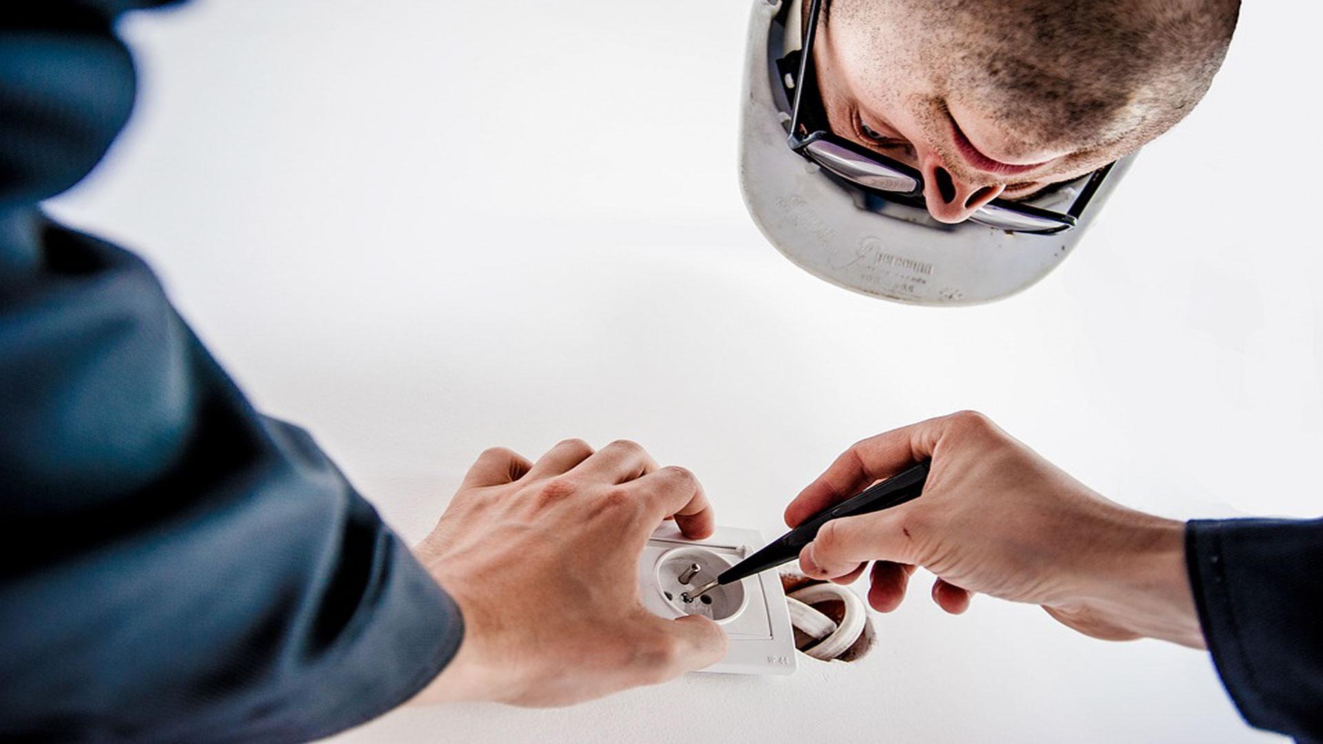 10 Herramientas utiles para trabajar con electricidad