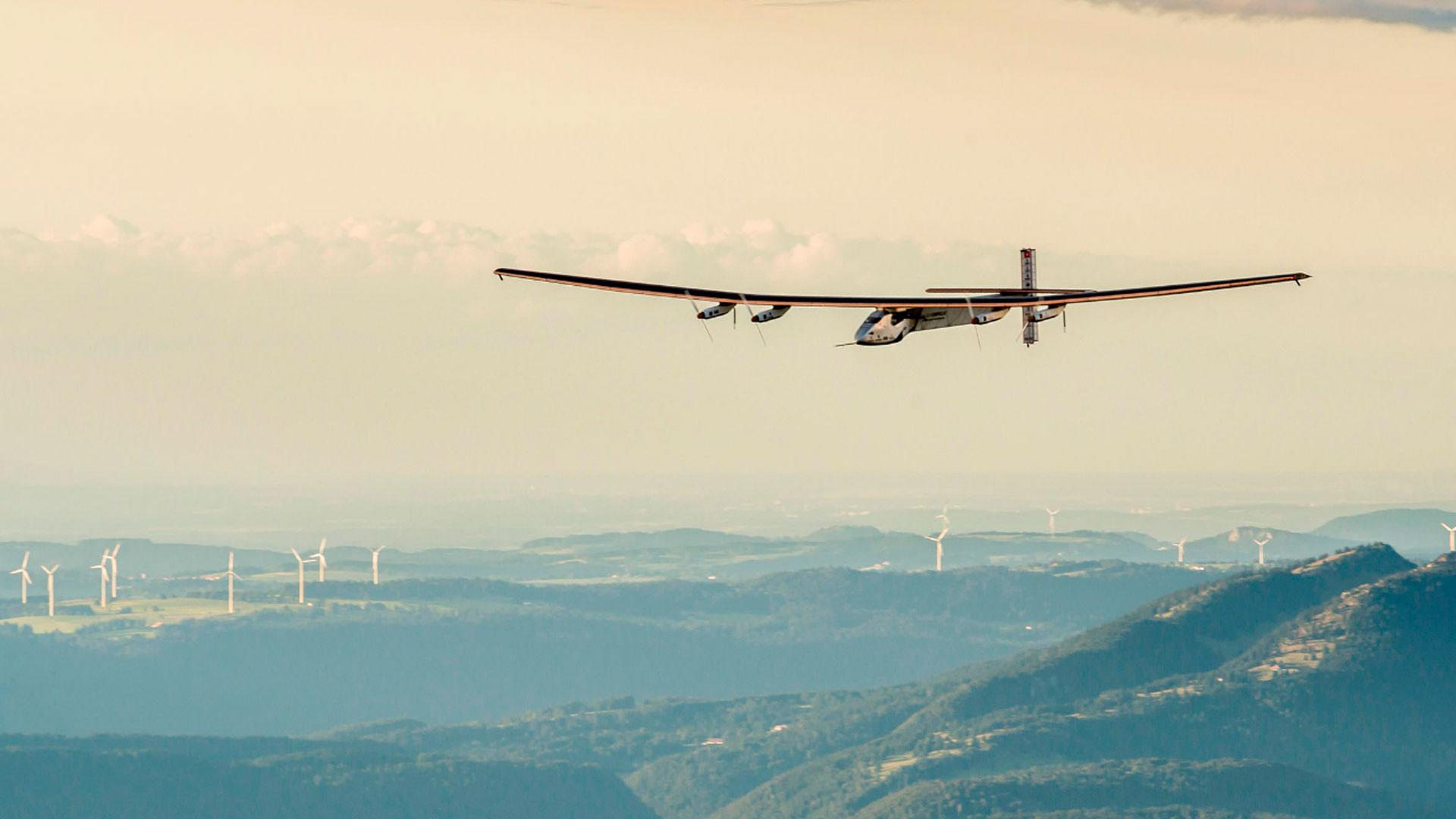 Un-avión-solar-da-la-vuelta-al-mundo-sin-combustible-1920