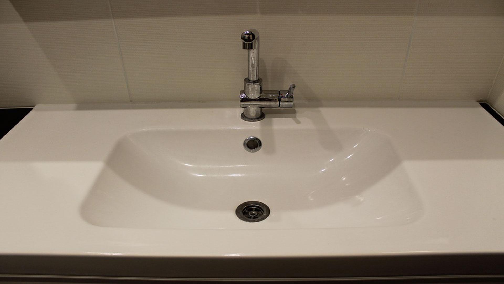 Cómo-ahorrar-en-el-baño-1920
