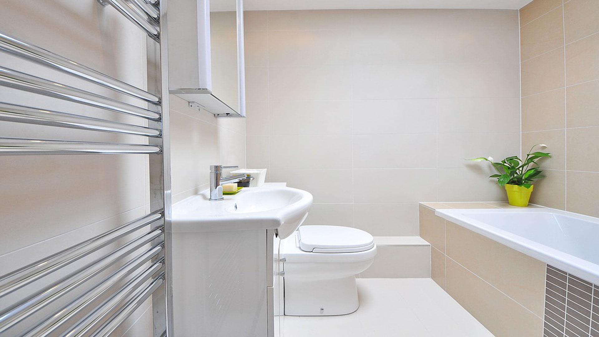 Conseguir-una-instalación-eléctrica-segura-en-el-baño-1920-