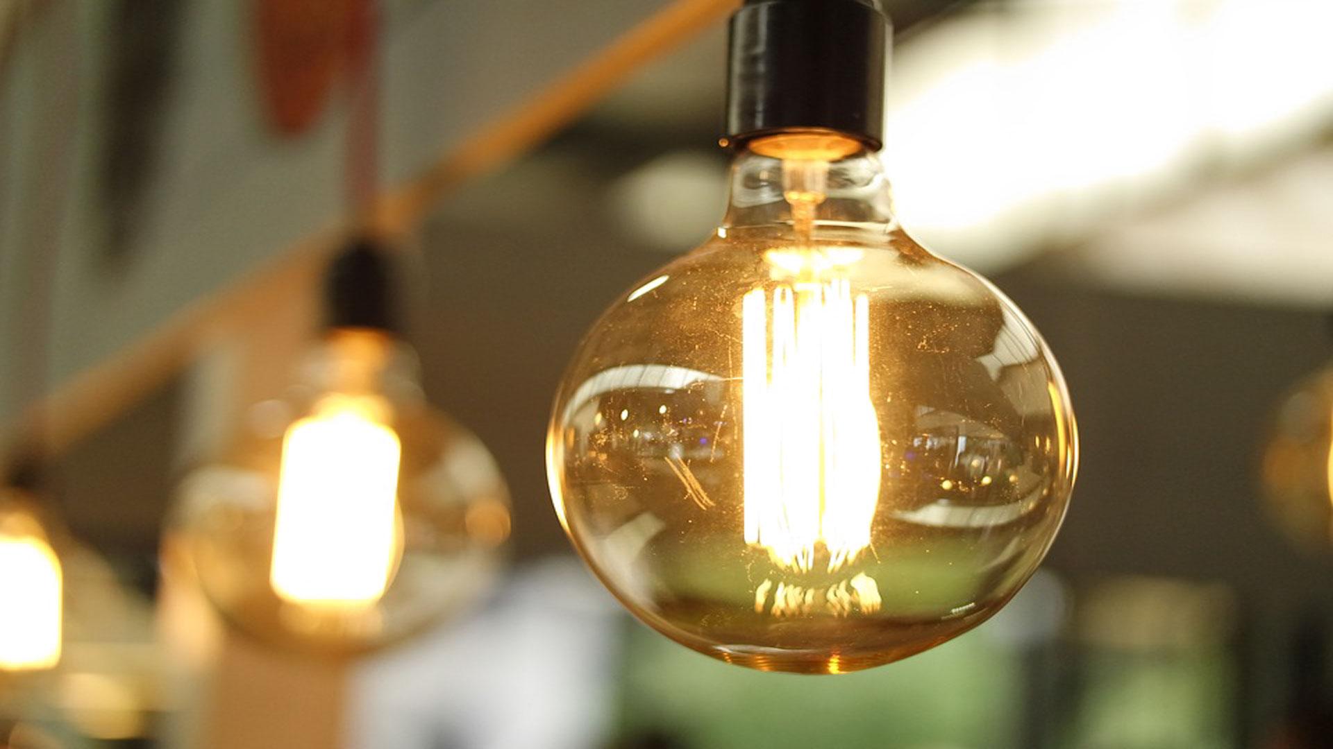 La-electricidad-continúa-generando-insatisfacción-en-los-hogares-españoles-1920